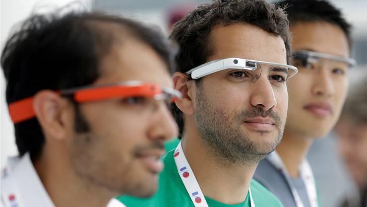 Sie tragen die Brille schon lange: Entwickler von Google Glass. AP Photo/Jeff Chiu