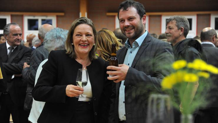 Heidi Z'graggen, neue Urner Ständerätin und Simon Stadler, neuer Nationalrat, feiern bei der CVP Erstfeld.