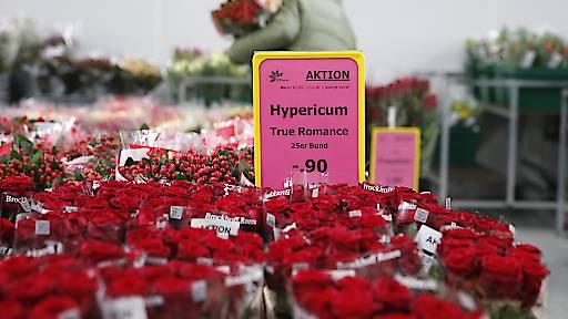 Schweizer sparen beim Valentinstag