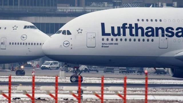 Lufthansa-Flugzeuge auf dem Flughafen Frankurt am Main (Archiv)