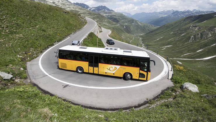 Die Revisionsstelle KPMG hat bei der Überprüfung der Rechnungen und Subventionen von PostAuto Schweiz gepfuscht. Dies hat eine ad hoc-Überprüfung der eidgenössischen Aufsichtsbehörde ergeben. (Archivbild)
