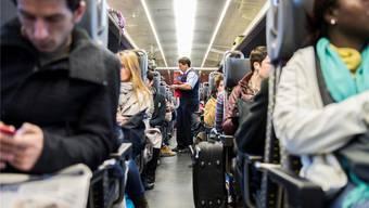 Die meisten Passagiere ziehen ihre Jacken im Zug nicht aus. Bailly/Keystone