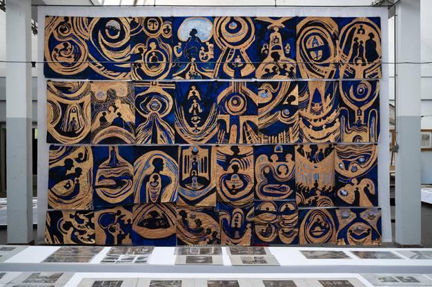 Neue Arbeiten in Gold und Blau.