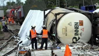 Im Mai 2011 entgleisten in Müllheim, 40 Kilometer nördlich von Basel, acht Waggons mit hochexplosiver Harzlösung. Menschen kamen nicht zu Schaden.