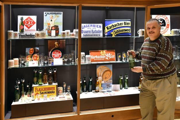 Die erste Bierflasche seiner Sammlung, eine 1-Liter-Bügelflasche der Brauerei Karbacher, Schönenwerd, erhielt Urs Richner als Maurerlehrling bei einem Garagenumbau