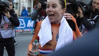 Da konnte sie noch lachen: Zeitfahr-Weltmeisterin Annemiek van Vleuten brach sich im Strassenrennen die Kniescheibe - und fuhr dennoch in den 7. Rang