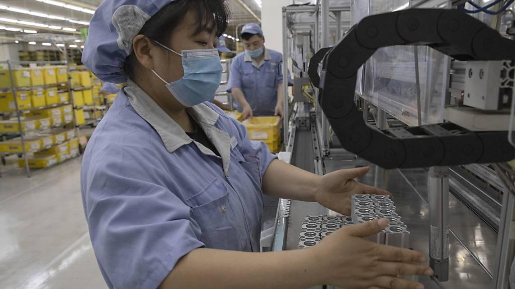 Chinas Industrie steigert Produktion stärker als erwartet
