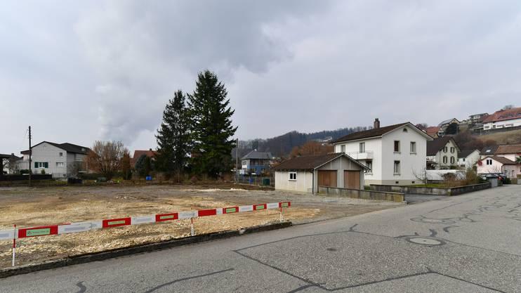 Um das diese Liegenschaft an der Neufeldstrasse 6 geht es. Das Haus soll im Gegensatz zum benachbarten Gelände (links) vorläufig stehen bleiben.