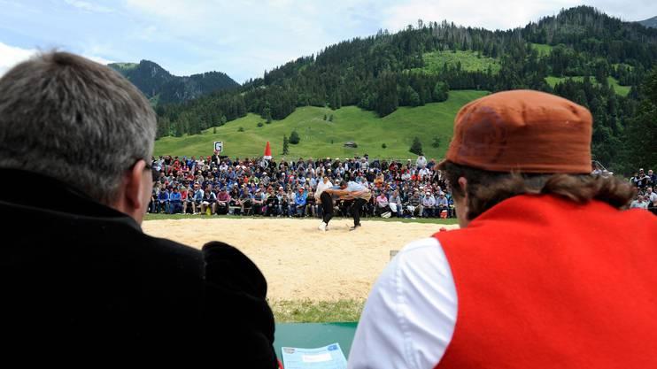 Die Jury an einem Schwingfest im Kanton Freiburg.