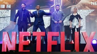 """Will Smith präsentiert in Tokyo die Premiere des Netflix-Films """"Bright"""". Werden solche Szenen bald in der Schweiz möglich?  EPA/CHRISTOPHER JUE"""