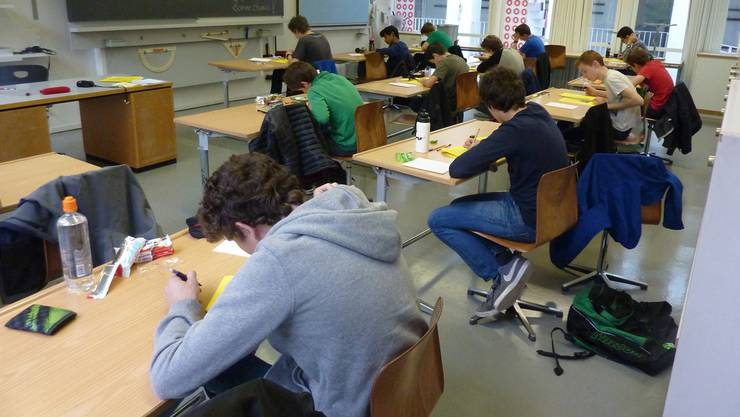 Hunderte von Köpfen werden sich bald über die Pulte beugen und an den Abschlussprüfungen zeigen, was sie können. Auch im Fach Deutsch.