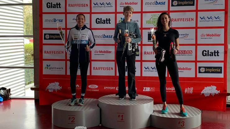 Wildcats-Triathletin Alexa Magallon (l.) wird Zweite im Experience Triathlon.