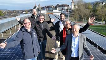 Die Energieplaner baden in Sonnenenergie (von links): Stephan Lötscher, Ralph Martin, Daniel Sommerhalder, Claudio Müller, Beat Keller und Roger Nussbaumer.