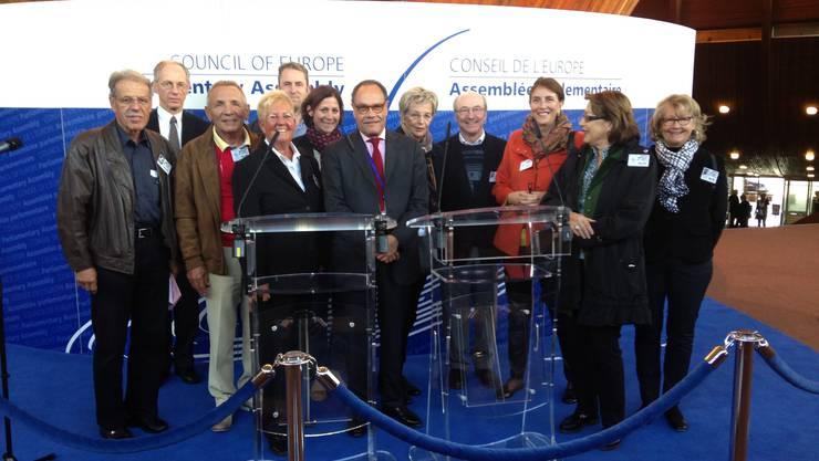 einige Teilnehmer mit Botschafter Edouard Held
