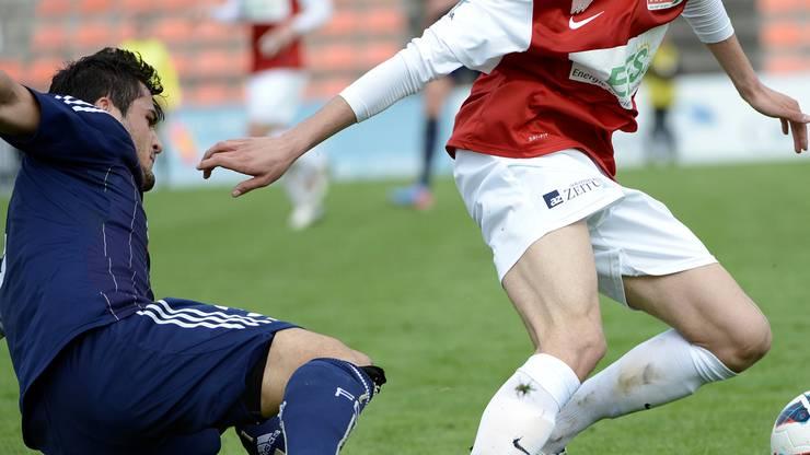 Solothurns Massimo Veronica (r.)  im Kampf um den Ball gegen Luzerns Bujar Lika (L)