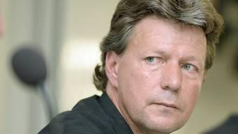 Ein nachdenklicher Jeff Saibene gibt seinen Rücktritt als Trainer des FC St.Gallen bekannt.