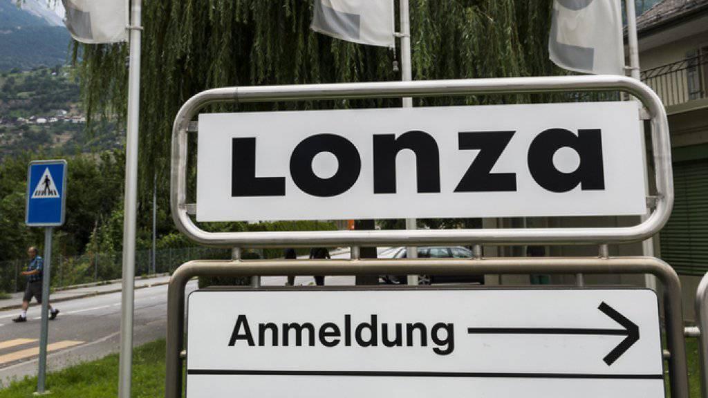 Einfahrt auf das Lonza Areal am Standort in Visp. (Archiv)