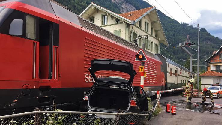In Interlaken ist es zu einer Kollision zwischen einem Zug der SBB und einem Auto gekommen.