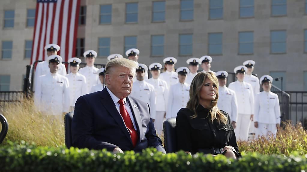 US-Präsident Donald Trump und seine Frau Melania an einer Gedenkveranstaltung beim Pentagon für die Opfer der Terroranschläge vom 11. September 2001.