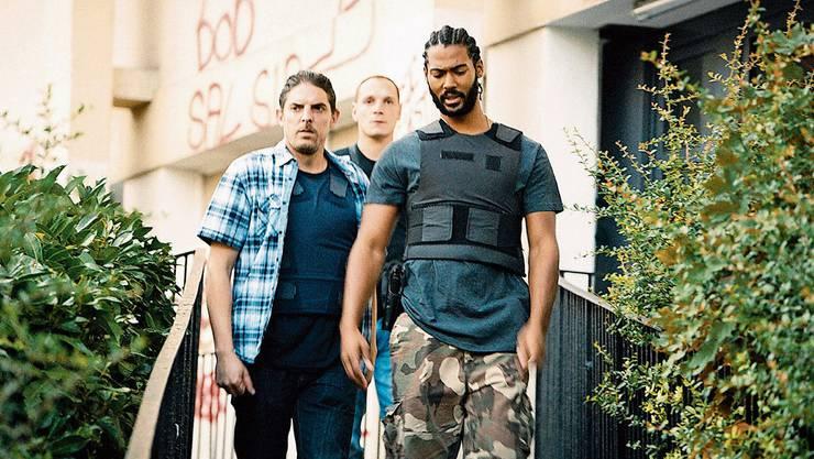 Chris (Mitte, Alexis Manenti), Gwada (rechts, Djebril Zonga) und der Neue, Ruiz, kümmern sich ums Problemquartier Les Bosquets.