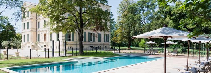 An heissen Sommertagen lädt die Piscine im Angesicht der Schlossfassade zum Bad.