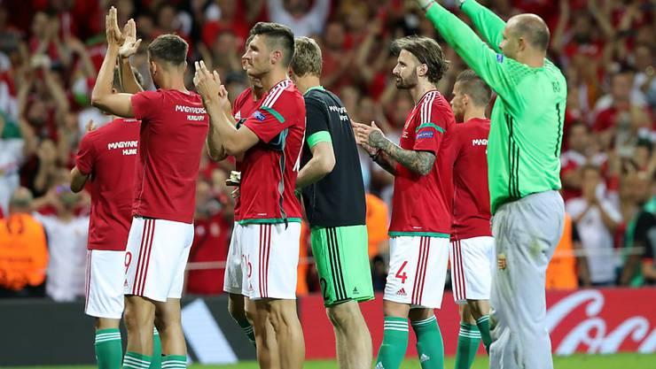 Hoch verloren und dennoch mit Applaus verabschiedet: Ungarns Nationalteam mit Goalie Gabor Kiraly (rechts)