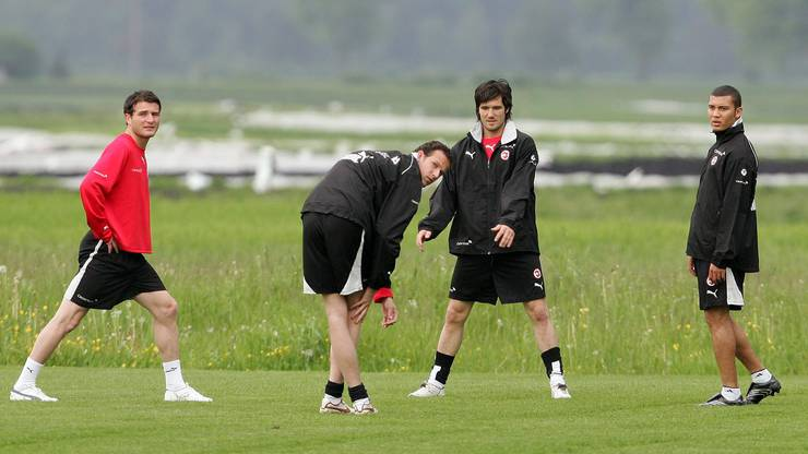 2006: Alex Frei (l.), Streller und Wicky im Kreis der Nati.