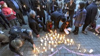 Kerzen für die vermissten Zwillinge