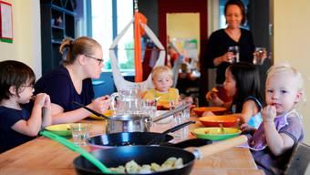 Abendessen im Kindeshaus Bernische Stiftung Elfenau: Einige der Mädchen und Buben bleiben hier auch über Nacht.