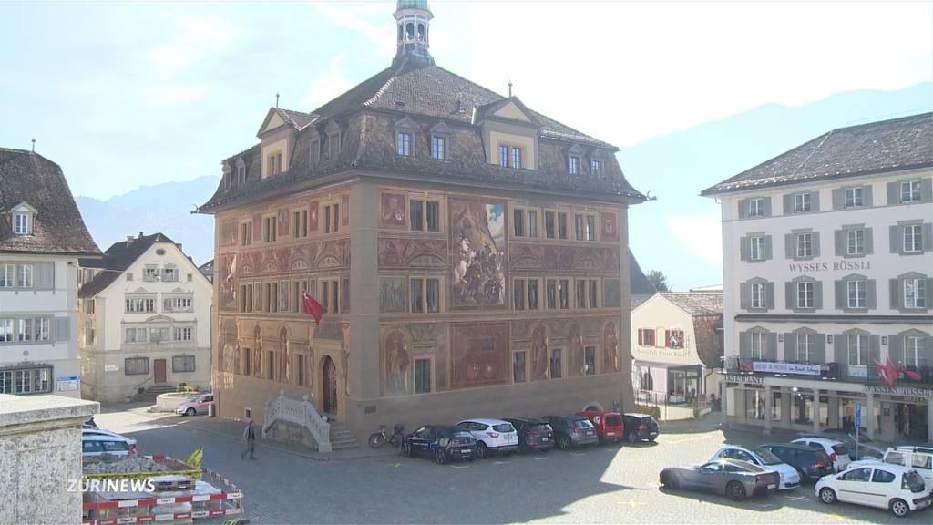 Kanton Schwyz verzichtet weiterhin auf Maskenpflicht in Läden