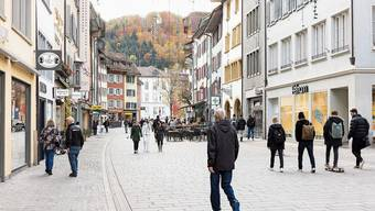 Blick in die Weite Gasse in Baden: Hier soll Shopping künftig auch am Sonntag möglich sein.