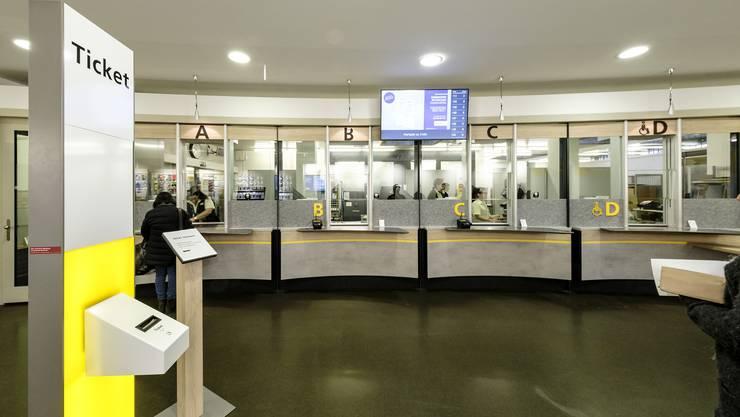 Neu wieder mit Ticket-Automat, weils mit Anstehen nicht so richtig klappen wollte: Die umgebaute Poststelle Reinach 1.