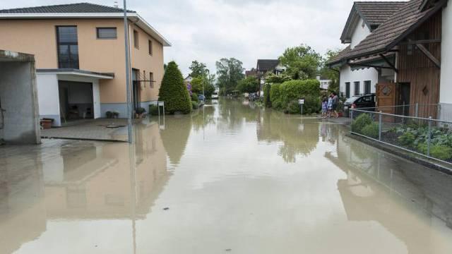 Blick auf ein überschwemmtes Wohnquartier in Widnau SG