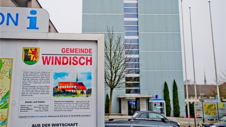 Gemeindehaus Windisch: Die Kündigungen auf der Abteilung Planung und Bau im 7.Stock werfen einige Fragen auf. ARCHIV AZ