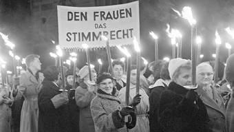 Am 1. Februar 1959 lehnten die männlichen Stimmbürger das Frauenstimmrecht an der Urne ab. Daran erinnerten die Frauen jährlich, wie hier 1961.