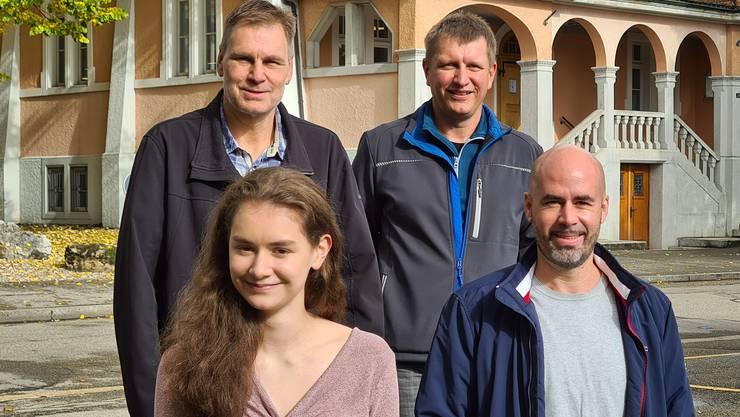 Roland Hartmann, Mark Mettler (beide hinten), Vanessa Mettler, Matthias Meier-Moreno (Gemeinderat).