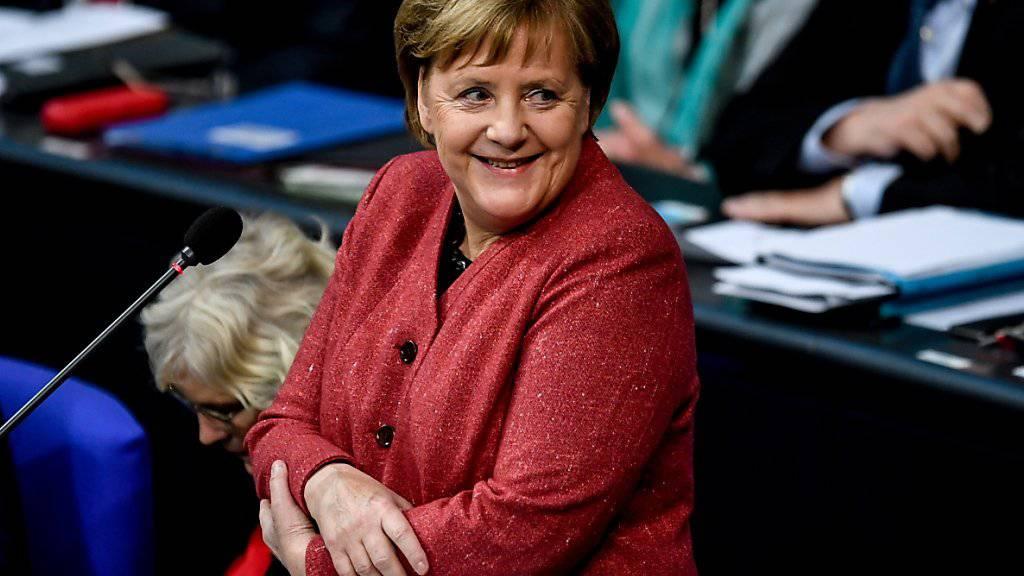 Die deutsche Kanzlerin Angela Merkel kann sich freuen: Aufgrund des Aufschwungs am Arbeitsmarkt in Deutschland und der steigenden Einkommen sprudeln auch die Steuereinnahmen des Staates. (Archivbild)