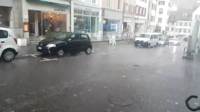 """Burglind"" peitscht den Regen durch die Brugger Altstadt"