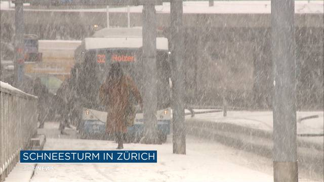 Mehrere Unfälle in Zürich nach abruptem Schneefall