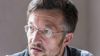 """Zum Bedauern vieler, auch der Organisatoren, liest Lukas Bärfuss an den Solothurner Literaturtagen nicht aus seinem neuen Roman """"Hagard"""", da dieser nicht rechtzeitig fertig wurde. Stattdessen gibt's unveröffentlichte Essays über Liebe, Krieg und die Zukunft. (Archivbild)"""