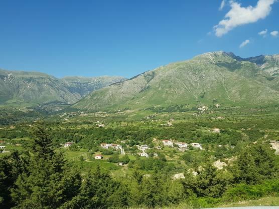 Bei der Auffahrt zum Llogara Pass wird Albanien nach jeder Kurve noch ein bisschen schöner.
