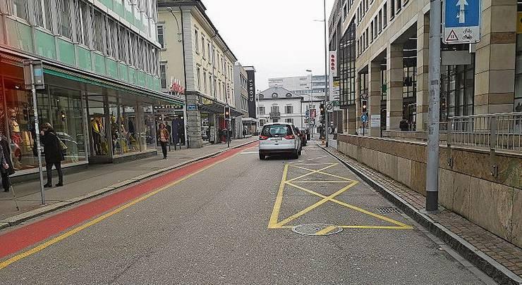 Wer hier parkiert, zahlt 40 Franken Busse. Beispiel: Kasinostrasse, Aarau.