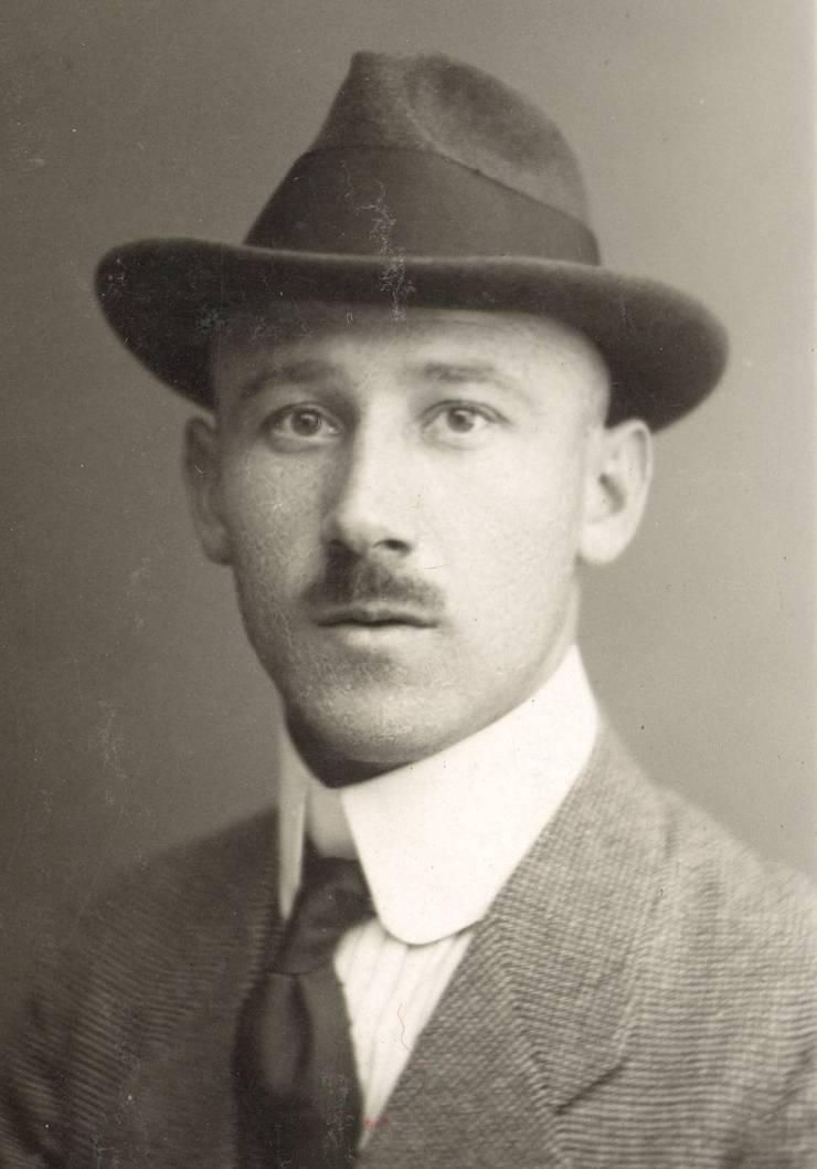 August Haefeli wurde 1887 in Mümliswil geboren und starb 1960 in Bern.