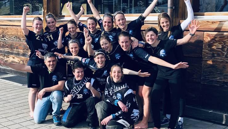 Bis zur letzten Meisterschaftsrunde war alles offen, doch nun steht es fest: Die Unihockey Damenmannschaft aus Rüttenen ist bei den Playoffs dabei und gehört somit diese Saison zu den 8 erfolgreichsten Unihockey Kleinfeldteams der Schweiz.
