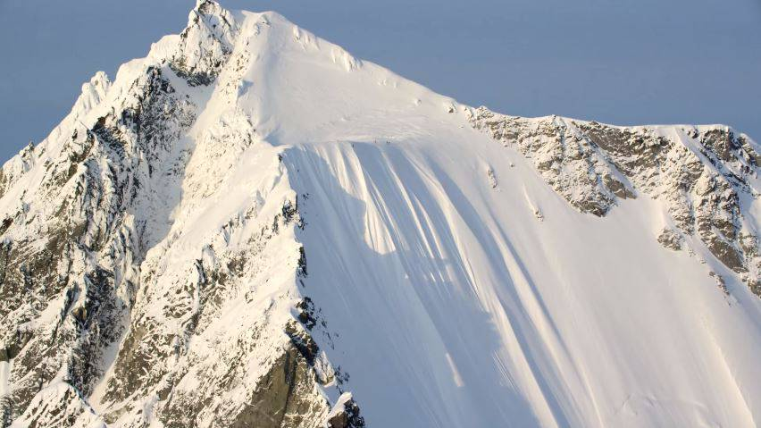 Kann man hier mit Skiern herunterstürzen – und überleben? Skistar Ian MacIntosh kann das.