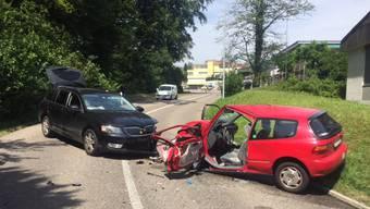 Aus noch unbekannten Gründen kam die 35-Jährige Autolenkerin auf die Gegenfahrbahn.