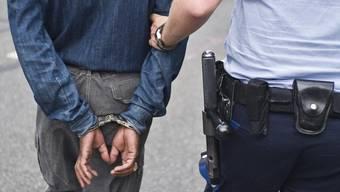 Die französische Polizei konnte eine Tankstellenräuber-Bande verhaften. (Symbolbild)