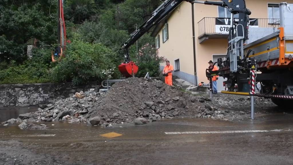 Erdrutsche und Strassen unter Wasser im Tessin