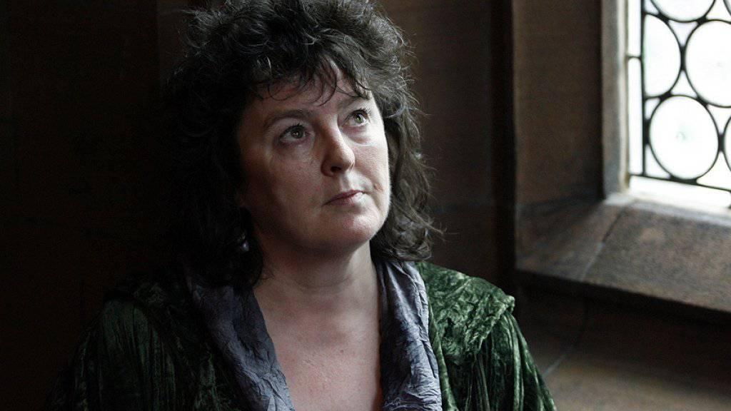 Carol Ann Duffy - hier 2009 nach ihrer Ernennung zur Hof-Poetin - liefert statt ein Gedicht zum 90. Geburtstag der Queen ein Requiem auf alte Gas- und Stromzähler. (Archivbild)