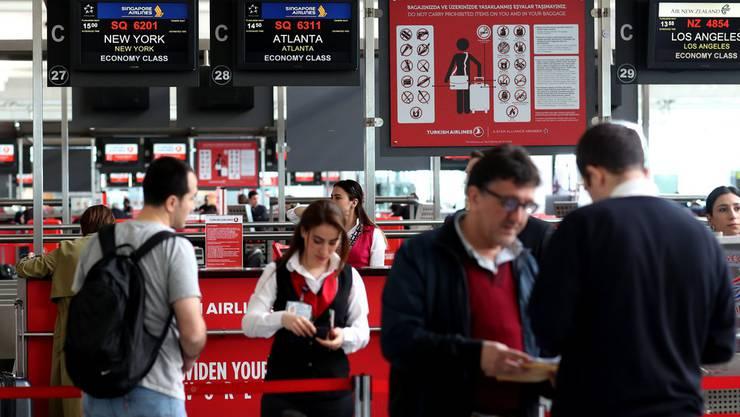 Passagiere am Istanbuler Atatürk-Flughafen: Millionen Türken können trotz fehlender Reisefreiheit ohne Visum in den Schengenraum einreisen.